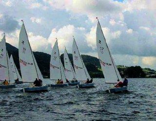 Nehmen Sie an organisierten Segel-Regatten am Mattsee teil und testen Sie Ihre Wettkampftauglichkeit mit FreundInnen und Bekannten © Steiner Nautic