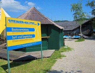Neben der Wassersportschule, der Seenland-Schifffahrt und der Bootsvermietung gehört auch eine hauseigene Bootswerft zum Unternehmen Steiner Nautic © Steiner Nautic
