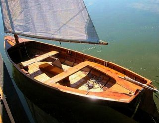 """Das nostalgische Holzsegel- und Ruderboot """"Lateiner"""" wird noch heute bei Steiner Nautic restauriert und auf besonderen Wunsch neu angefertigt © Steiner Nautic"""