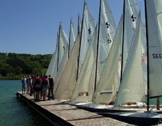Kommen Sie mit FreundInnen, Bekannten oder der Familie an den Mattsee und veranstalten Sie Ihre Regatta auf Segelbooten von Steiner Nautic © Steiner Nautic