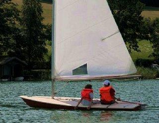 Schon als 7-Jährige können Ihre Kinder bei Steiner Nautic mit dem Segeln / Surfen beginnen! © Steiner Nautic