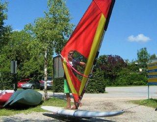 Unsere Surflehrer weisen Sie in nur 2 Tagen in die Grundzüge des Windsurfens ein © Steiner Nautic