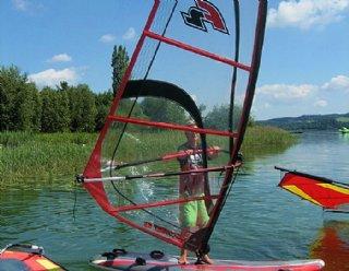 Vielleicht sind Sie bald selbst SurflehrerIn der Windsurfschule Mattsee?! © Steiner Nautic
