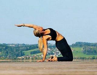 Gut gesichert klettern die Jugendlichen an 2 Abenden in der Woche am Kletterfelsen des Schlossbergs Mattsee © Steiner Nautic