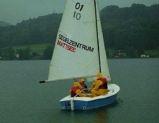 Auch bei Regen können die SchülerInnen mit den Segelbooten in See stechen © Steiner Nautic