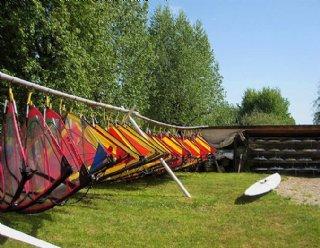 Segel- und Surfmaterial steht bei Steiner Nautic in ausreichender Menge und Qualität allen PfadfinderInnen zur Verfügung © Steiner Nautic