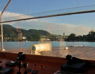 """Lassen Sie 2 Stunden lang die Landschaft rund um den Mattsee und Obertrumer See von Bord der """"Seenland"""" aus an sich vorüberziehen © Steiner Nautic"""