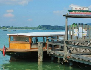 """Sie besteigen am Bootssteg Mattsee das Schiff und bestimmen daraufhin selbst den Kurs der """"Seenland""""! © Steiner Nautic"""