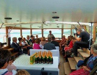 Feiern auf der Seenland: Hochzeiten oder andere Feiern wie Geburtstage können bei einer Schifffahrt auf der Seenland stattfinden © Steiner Nautic