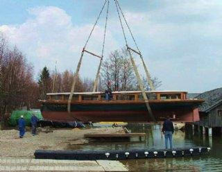 """1998 wurde das elektrisch betriebene Rundfahrtschiff """"Seenland"""" in der Bootswerft Steiner Nautic fertiggestellt. © Steiner Nautic"""