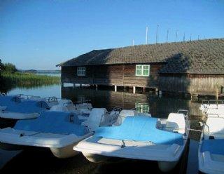 Der Bootsverleih Mattsee hat an schönen Tagen bis in die Abendstunden für Sie geöffnet © Steiner Nautic