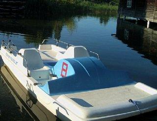 Ruder-, Tret- und Elektroboote können Sie jederzeit ohne Führerschein ausleihen © Steiner Nautic