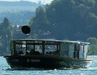 """Bereichern Sie Ihre Feier oder den Familien-, Firmen-, Gruppenausflug durch eine individuelle Fahrt auf dem Mattseer Rundfahrtschiff """"Seenland"""" © Steiner Nautic"""