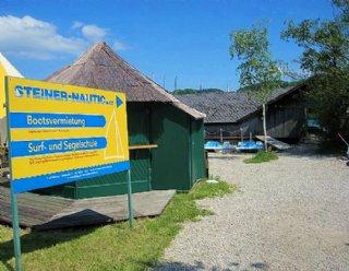 Folgen Sie dem Schild zur Bootsvermietung Mattsee! © Steiner Nautic