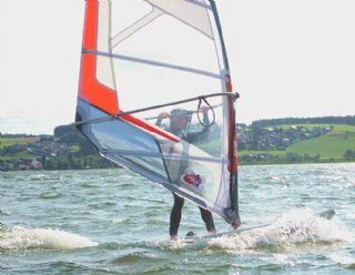 Sowohl Unterkünfte als auch spannende Wassersportkurse sind in Ihrem Wunsch-Urlaub inbegriffen © Steiner Nautic