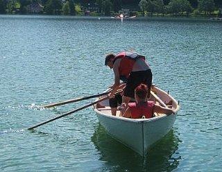 """Gemütliche Grillabende, Schwimmen im See, Ruderboot-Touren uvm. stehen am Programm der """"Wind-und-Wasser""""-Wochen © Steiner Nautic"""