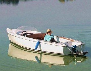 Steiner Nautic Lisa 550 - mit Liegefläche und Badeplattform © Steiner Nautic