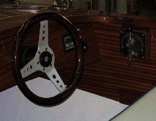 STEINER Lisa 550 mit Mahagonideck, Lenkrad und stufenloser Schaltung © Steiner Nautic