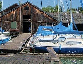 Sommerliegeplätze: Auf unseren ausgedehnten Steganlagen ist Platz für zahlreiche Boote © Steiner Nautic