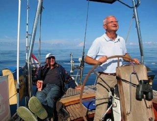 In Gedenken an Wolfgang Matschl, den verstorbenen Schiffsführer und Eigentümer der Miramar, hier zusammen mit Mathias Schlager (links) © Mathias Schlager