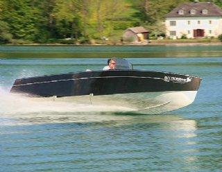 STEINER Lightstream 6.2 - Motorboot mit 140 PS -Benzinmotor © Steiner Nautic