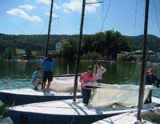 Je nach Gruppengröße der Segelkurse kümmern sich gleich mehrere unserer SegellehrerInnen um Ihr Wohl © Steiner Nautic
