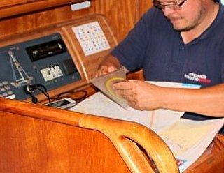 Der richtige Umgang mit technischen Geräten an Bord einer Segel- oder Motorjacht erfordert viel Übung, aber auch eine fundierte Ausbildung  © Steiner Nautic & Grässl