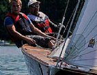 Segeln und Motorbootfahren am See
