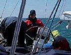 Segeln und Motorbootfahren am Meer
