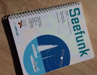 Das Skriptum ist in den Kurskosten zum SRC deutsch bei Steiner Nautic inkludiert © Steiner Nautic