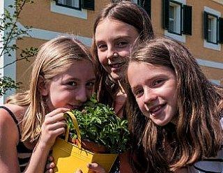 Blütenfest & Kräuterleben Fest im Biodorf Seeham © Tourismusverband Seeham/Albert Moser