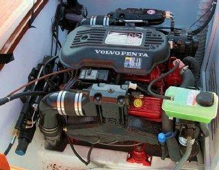 Volvo Penta 5.0 Liter V8 Benzinmotor mit 270 PS in der Steiner Marin 630 © Steiner Nautic