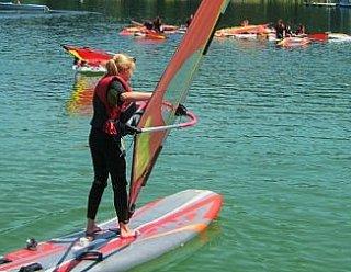 Bei Steiner Nautic sind Pfadfindergruppen stets gern gesehen: Tageweise können die Jugendlichen und Kinder Segeln, Surfen oder Kanu-Fahren © Steiner Nautic