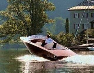 """Motorboote mit > 6 PS dürfen auf Binnengewässern nur mit dem entsprechenden Führerschein """"Schiffsführerpatent 10 m Seen und Flüsse"""" geführt werden © Steiner Nautic"""