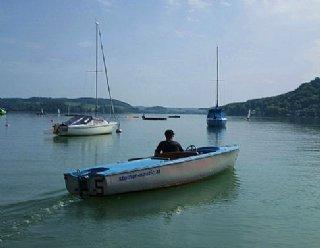 Die Sicherheit Ihrer Kinder steht an höchster Stelle: So werden Sie ständig von Ebooten begleitet und sind mit Rettungswesten ausgestattet © Steiner Nautic