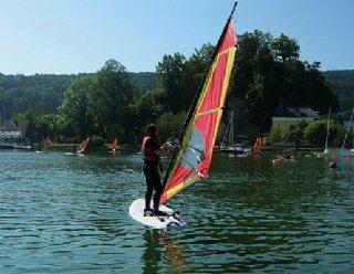 In nur 5 Tagen lernen Sie Windsurfen am schönen Mattsee © Steiner Nautic